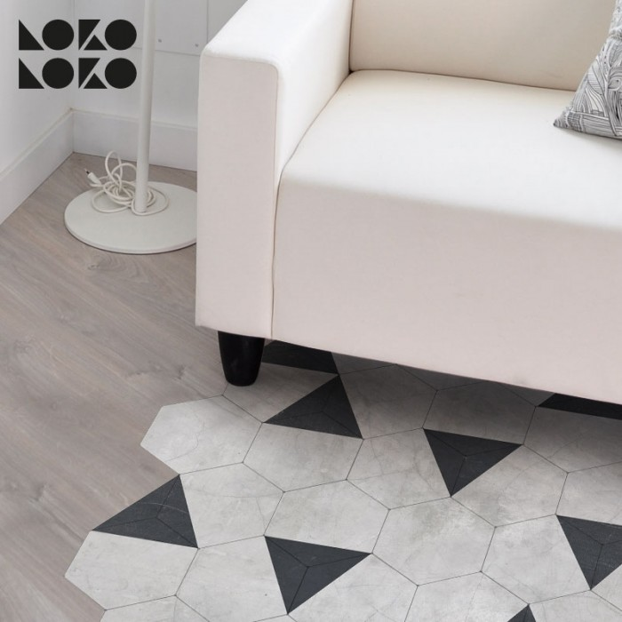 Vinyl of hexagons and triangles to decorate the floor of the livingroom