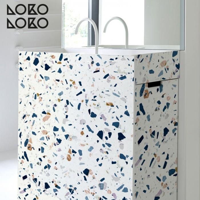 Vinilo adhesivo de texturas de terrazo natural para forrar muebles de lavabo