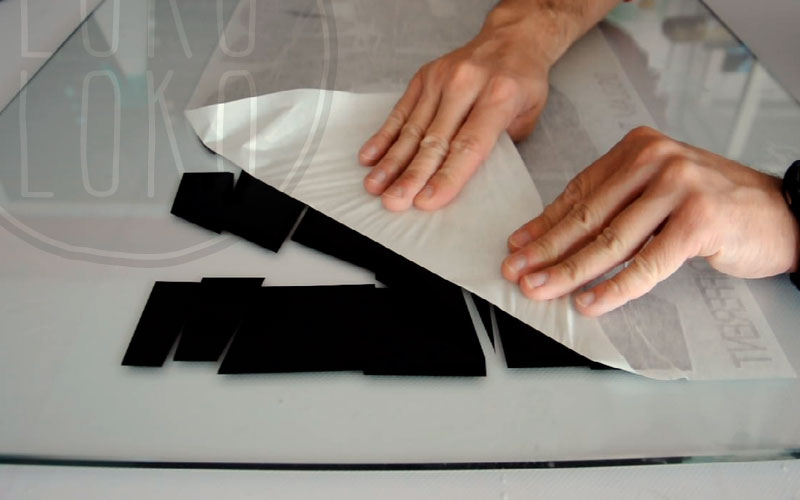 Gu a paso a paso para pegar un vinilo sobre cristal - Papel adhesivo para cristales ...