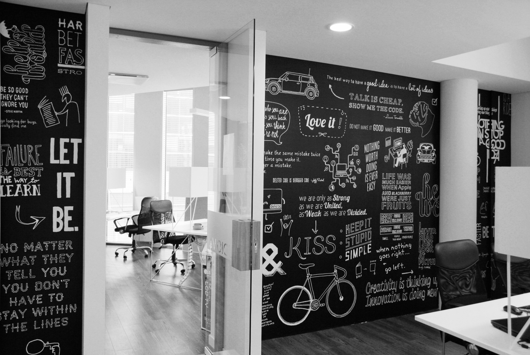 Decoraci n de modernas oficinas de negocios for Disenos de interiores para negocios