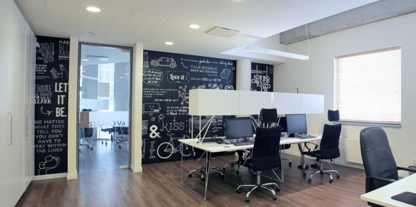 Decoraci n de modernas oficinas de negocios for Adornos oficina
