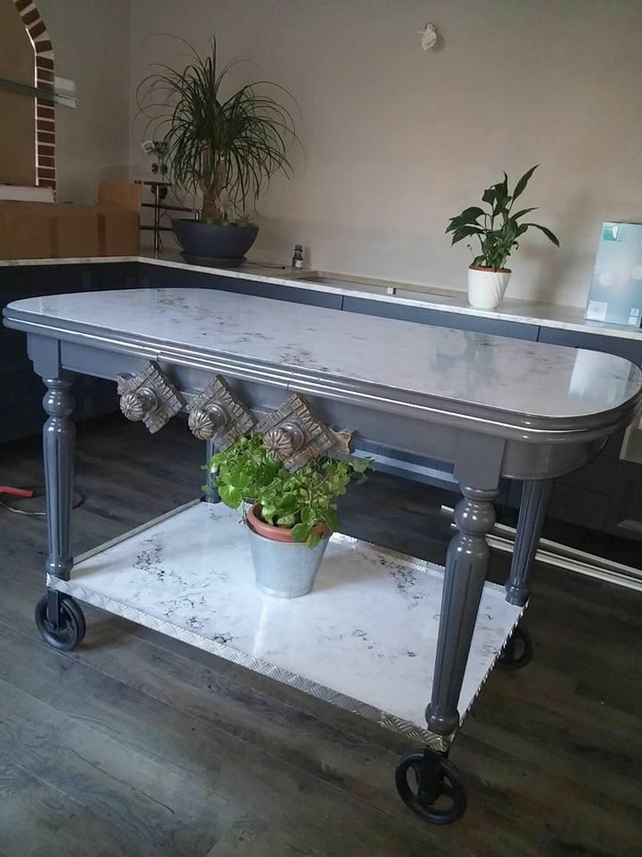 Mesa-de-cocina-forrada-con-vinilo-lokoloko-marmol