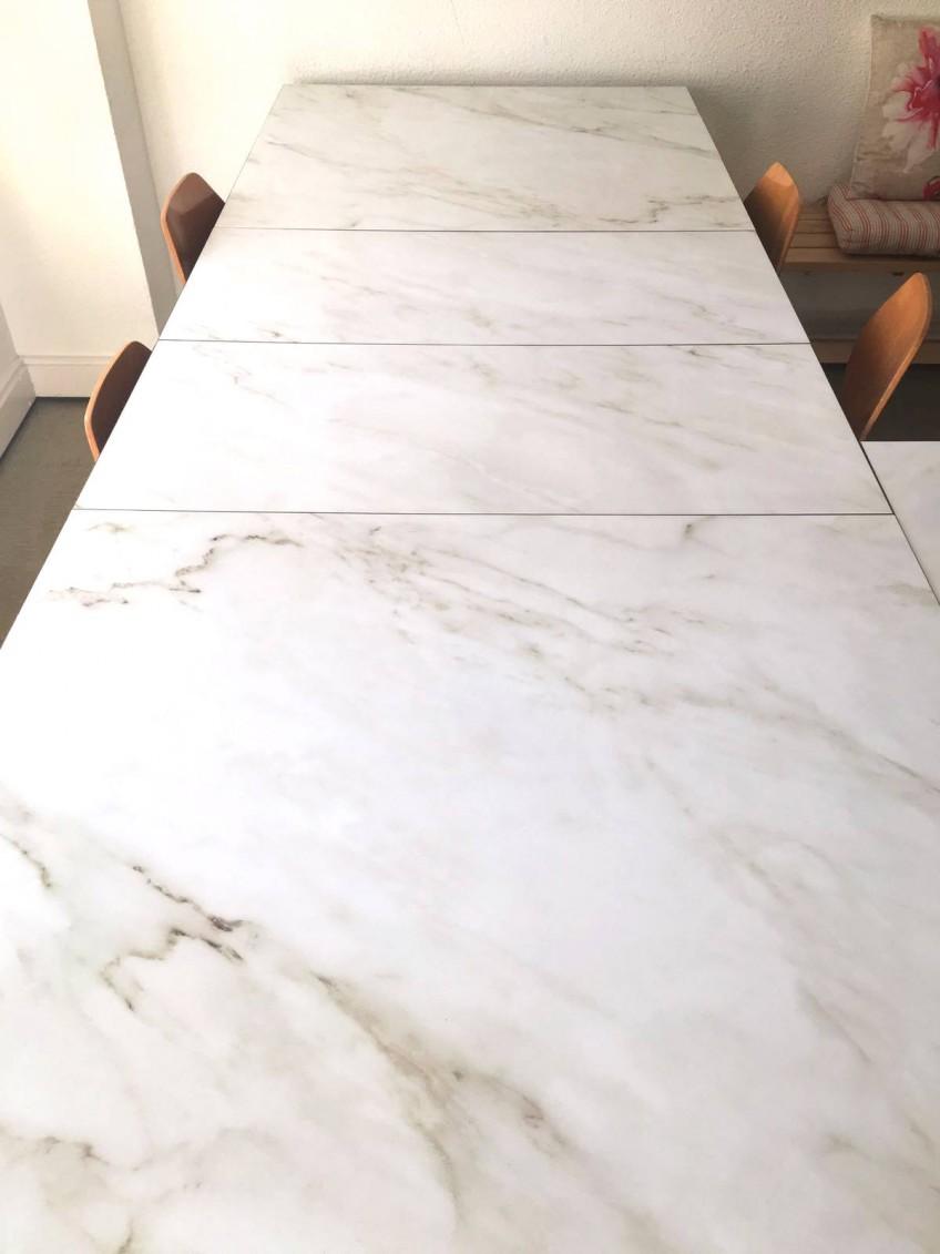 mesa-de-taller-tuneada-con-vinilo-para-muebles-marmol-carrara-lokoloko-design