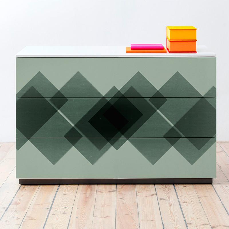 Vinilo adhesivo de formas geométricas verdes para forrar aparadores