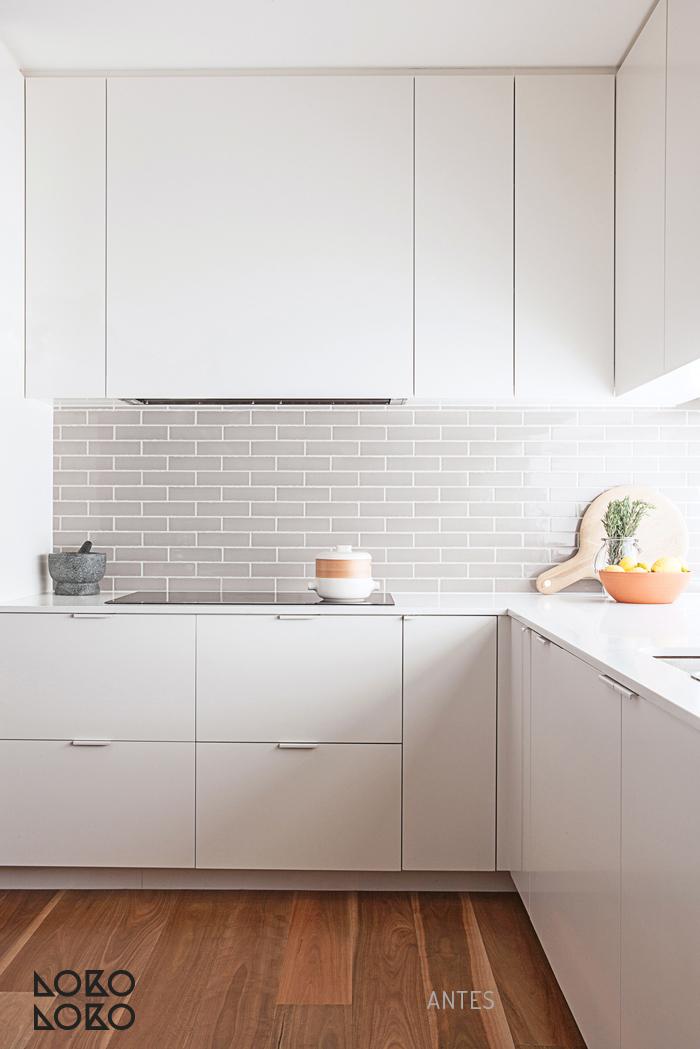 10 ideas con vinilo para transformar cocinas blancas