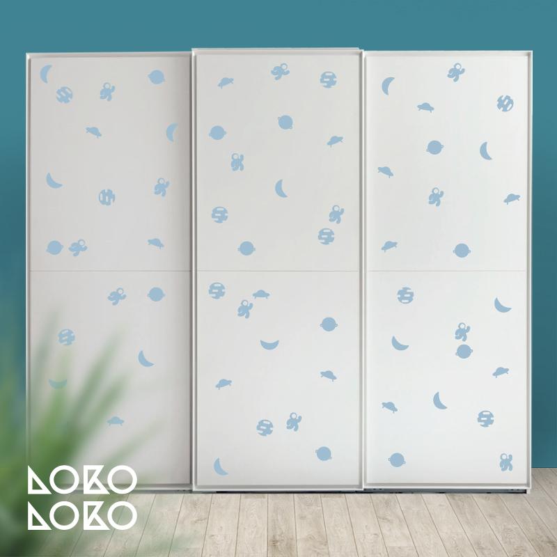 Reg late un vinilo de lokoloko para renovar las puertas de - Vinilos para decorar armarios ...