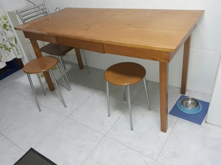 Mesa de cocina sin decorar