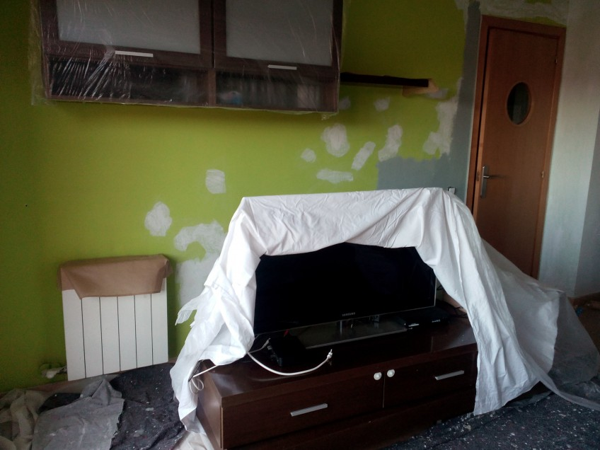Reforma de salón con vinilo para muebles