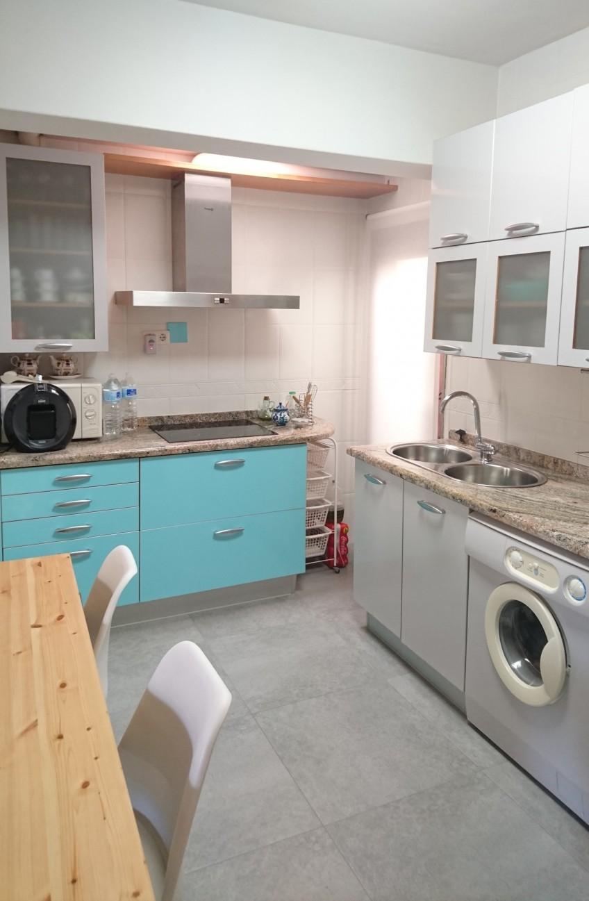 Cocina redecorada con vinilo para muebles