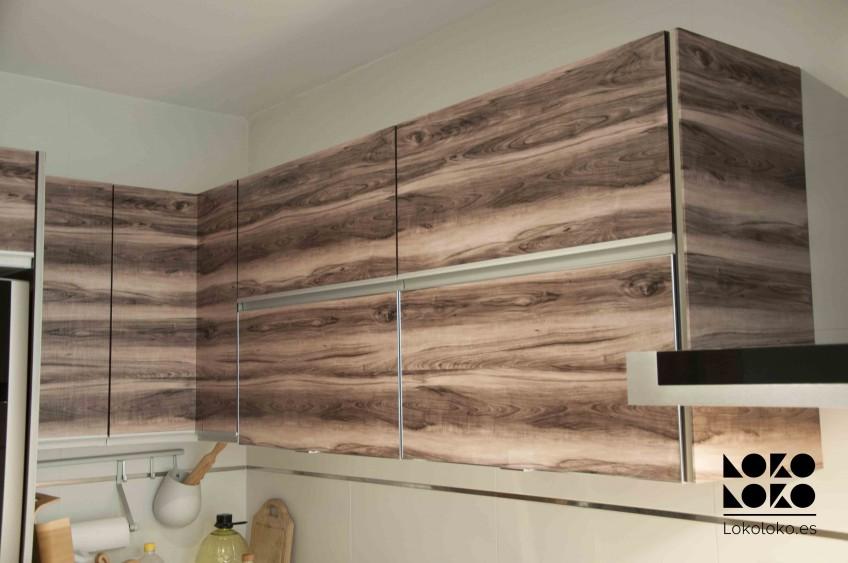 Cocina-decorada-sin-obras-con-vinilo-madera-lokoloko-design