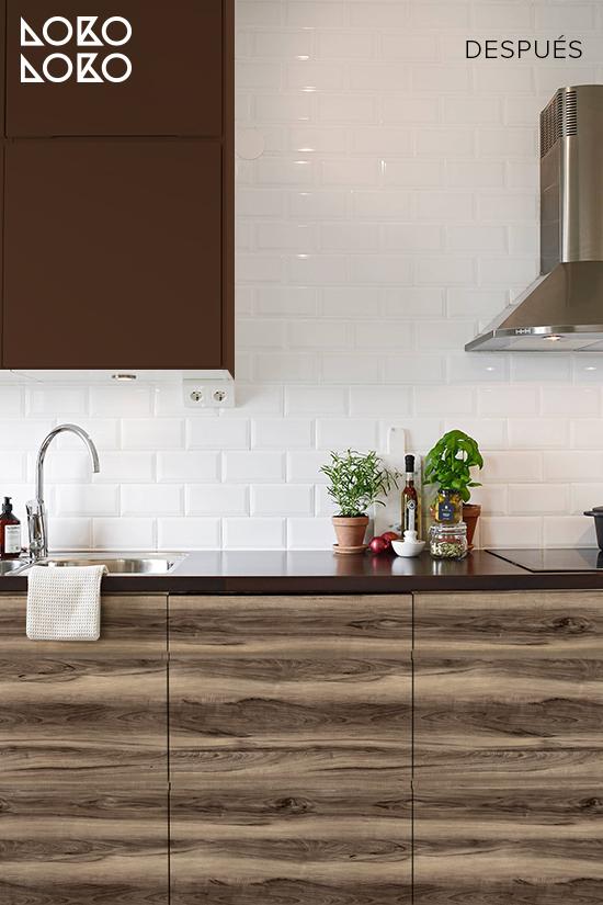 cocina-blanca-renovada-vinilo-madera-nogal-americano-color-chocolate