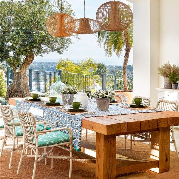 Mira estas mesas de madera en decoraciones r sticas y for Mesas para terrazas pequenas