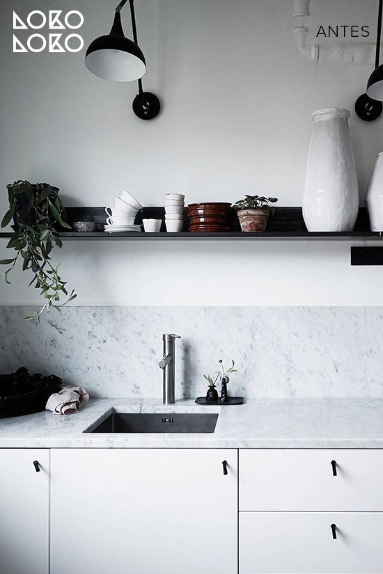 Antes y despu s 10 reformas con vinilo madera en cocinas blancas - Cocinas sin muebles arriba ...