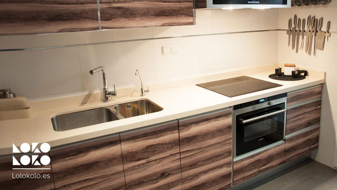 Impresionante reforma sin obras a los muebles de cocina - Vinilo muebles cocina ...