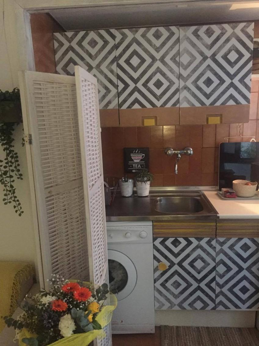 cocina-reformada-con-vinilo-para-mueble-geometrico-lokoloko-design