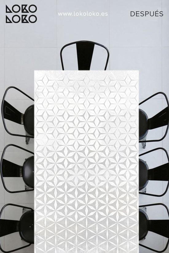 mesa-de-apartamento-de-playa-despues-vinilo-geometrico-lokoloko-design