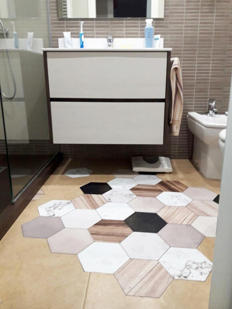 Vinilo-para-suelo-bano-ceramico-marta-lokoloko-design