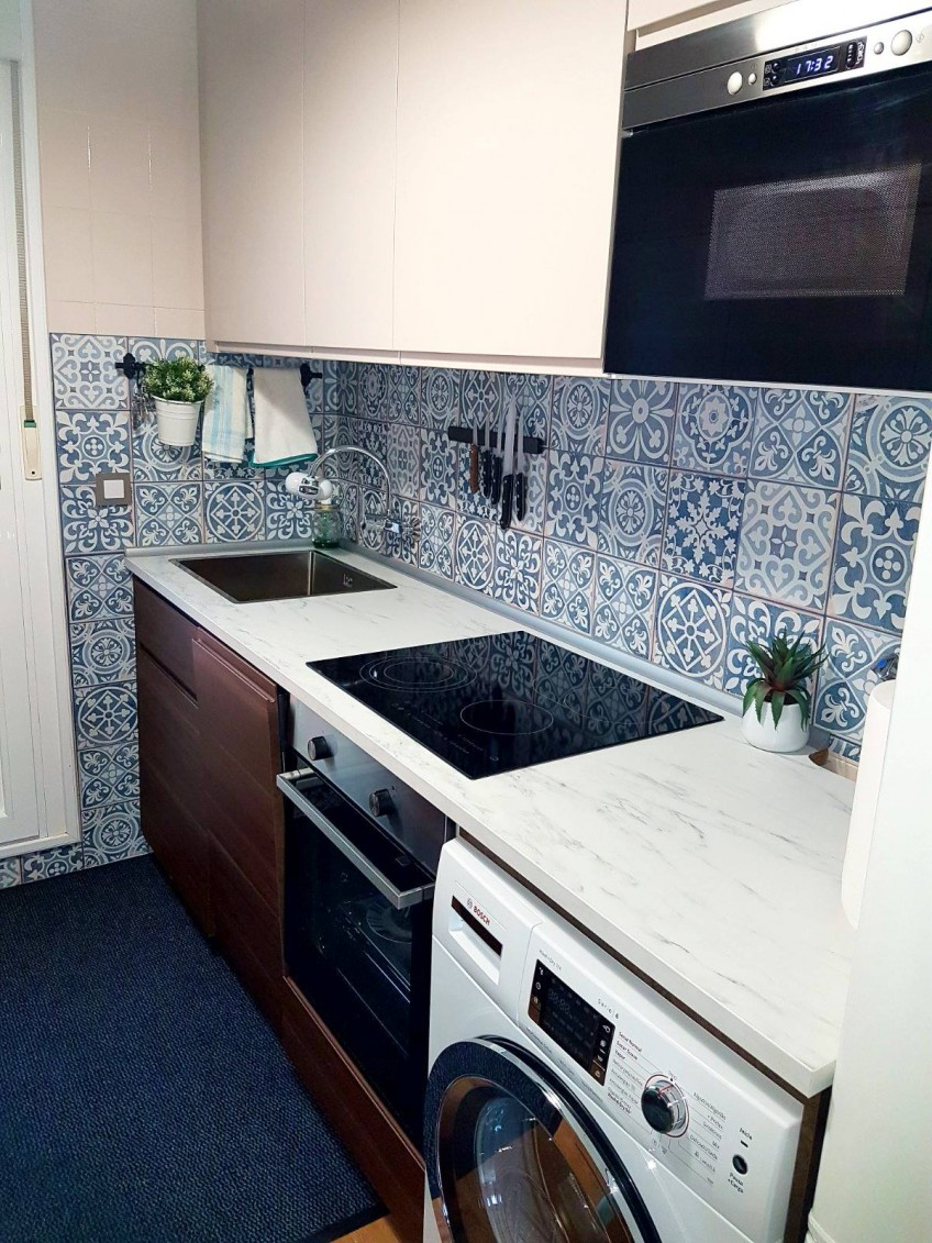 Antes y despu s de azulejos cenefas copetes y frontales - Cenefas cocinas modernas ...