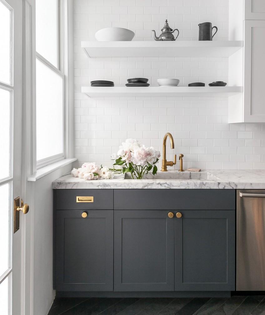 35 ideas con cocinas oscuras la ltima tendencia en for Azulejo blanco para la cocina