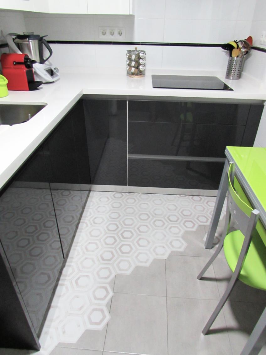 Suelo de vinilo para cocina cheap cocina blanca y suelo - Vinilos suelo cocina ...