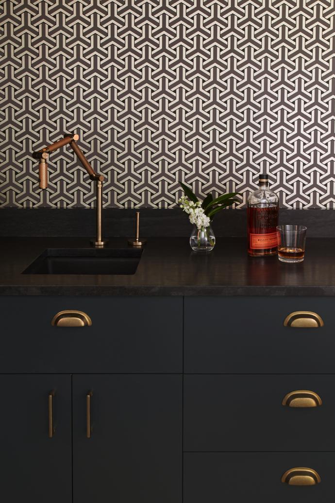 ultima-tendencia-en-decoracion-2018-cocina-negra-y-cobre-lokoloko