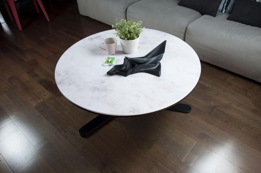 Vinilo de imitación de cemento gris para forrar mesa redonda de salón
