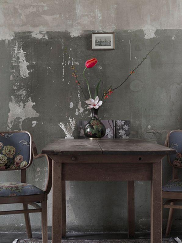 f70d896119cf32b0d17633b129822f5c--floral-chair-distressed-walls