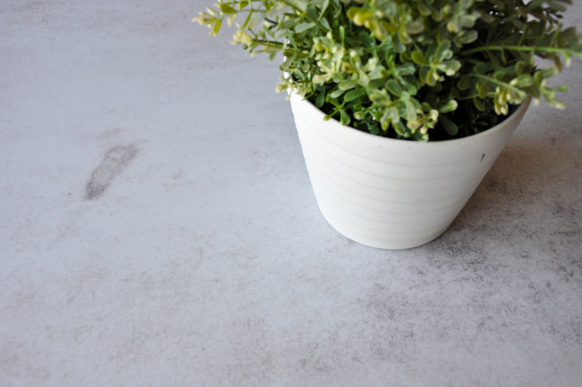 tunear-con-vinilo-una-mesa-redonda-usando-agua-lokoloko-design