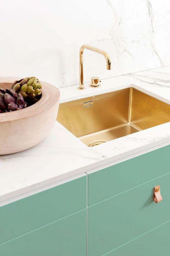 cocina-cobre-marmol-y-vinilo-de-color-menta