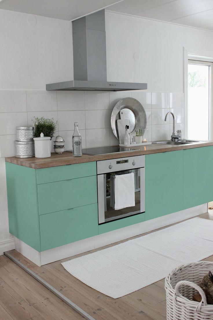 cocina-color-menta-y-madera-con-vinilo-lokoloko-design