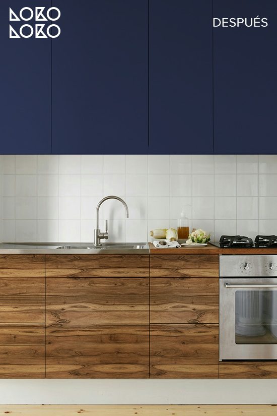 cocina-oscura-con-vinilo-para-muebles-azul-y-madera-de-nogal-lokoloko-design