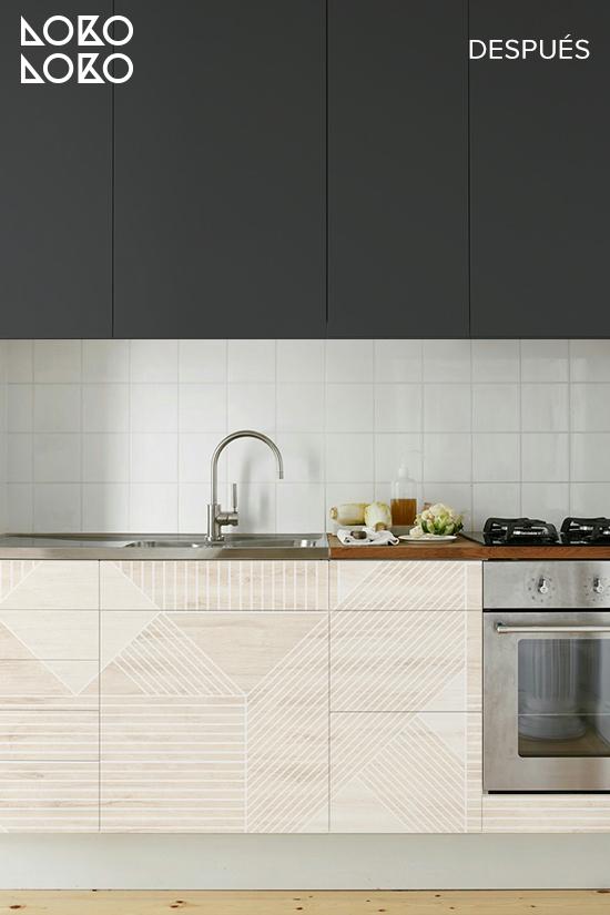 cocina-oscura-con-vinilo-para-muebles-gris-oscuro-y-mosaico-de-madera-geometrica-blanca-lokoloko-design