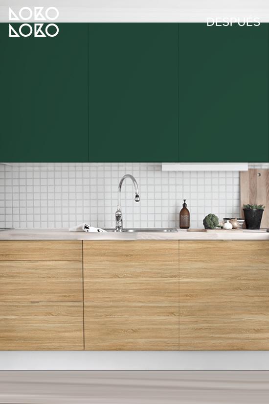 cocina-oscura-con-vinilo-para-muebles-verde-y-madera-lokoloko-design