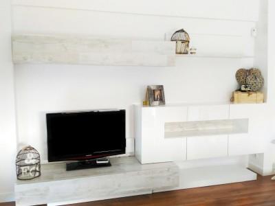 Diferentes ideas para renovar el mueble de salón con vinilo para muebles