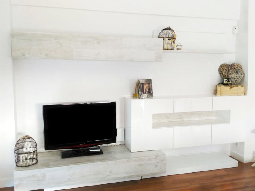 Diferentes ideas para renovar el mueble de sal n con for Muebles imitacion