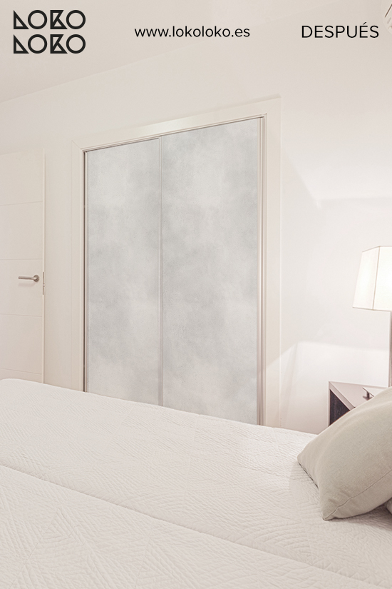 armario-empotrado-forrado-con-vinilo-textura-hormigon-gris-claro-apartamento-lokoloko