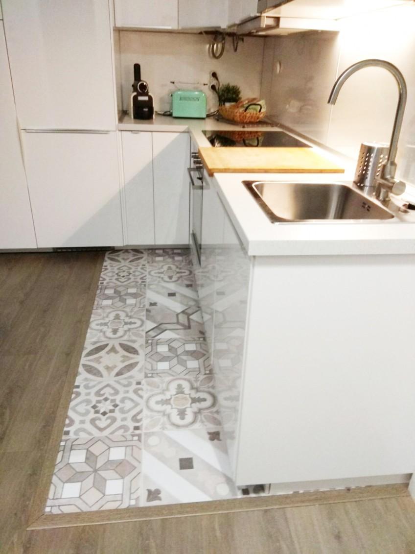 Vinilo-para-suelo-de-cocina-mosaico-de-baldosas-hidraulicas-5-lokoloko-design