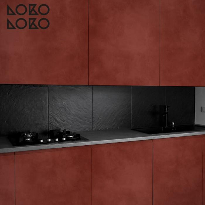 hormigon-rojo-oscuro-puertas-cocinas