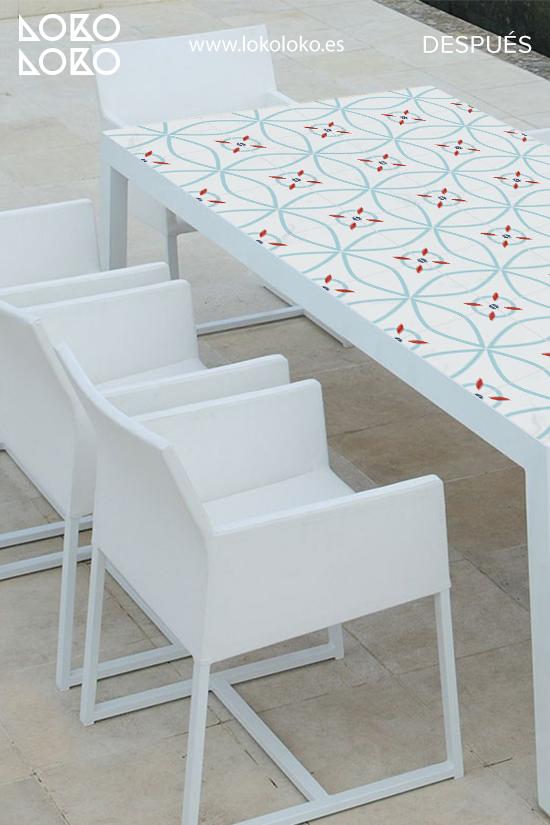 renovar-mesa-de-centro-de-terraza-con-vinilo-de-azulejos-modernos-lokoloko