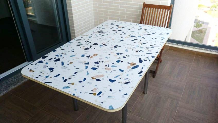 vinilo-de-textura-terrazo-en-mesa-de-terraza-lokoloko-Esther-Galvez