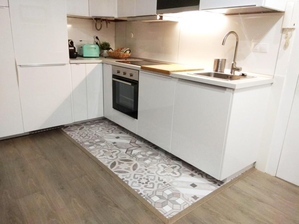 Vinilo-para-suelo-de-cocina-sin-hacer-obras-mosaico-de-baldosas-hidraulicas-5-lokoloko-design