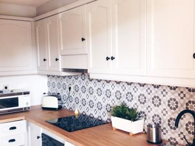 Diferentes tipos de losas, baldosas y azulejos donde puedes pegar los vinilos lokoloko