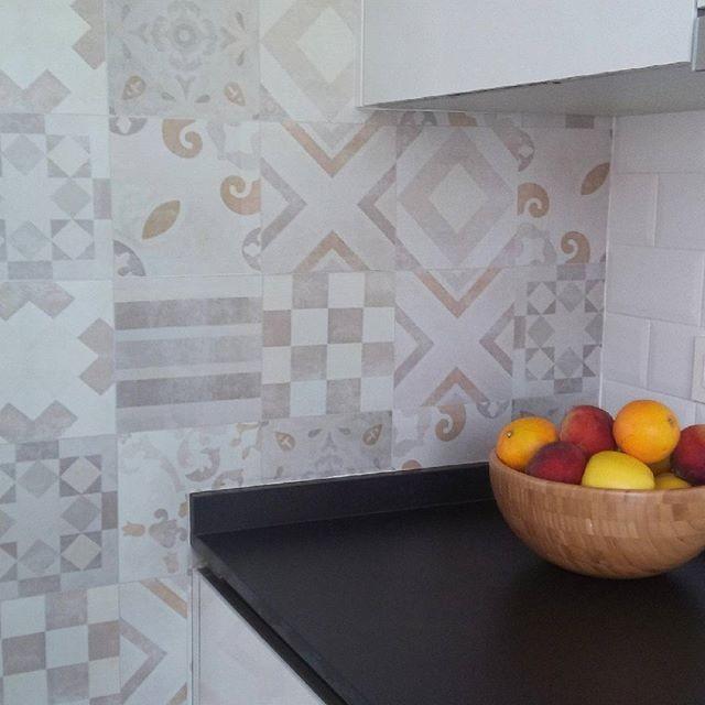 reformar-el-frente-de-cocina-con-vinilo-hidraulico-lokoloko
