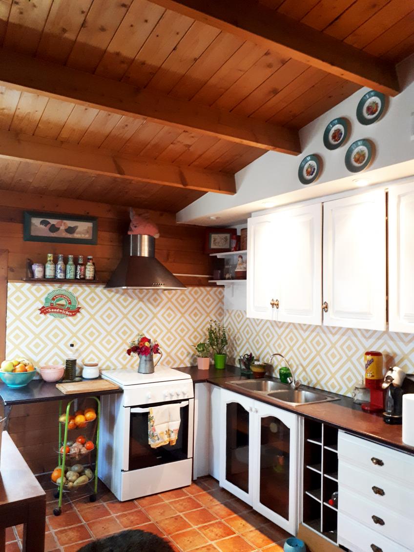vinilo-geometrico-en-copete-de-cocina-lokoloko