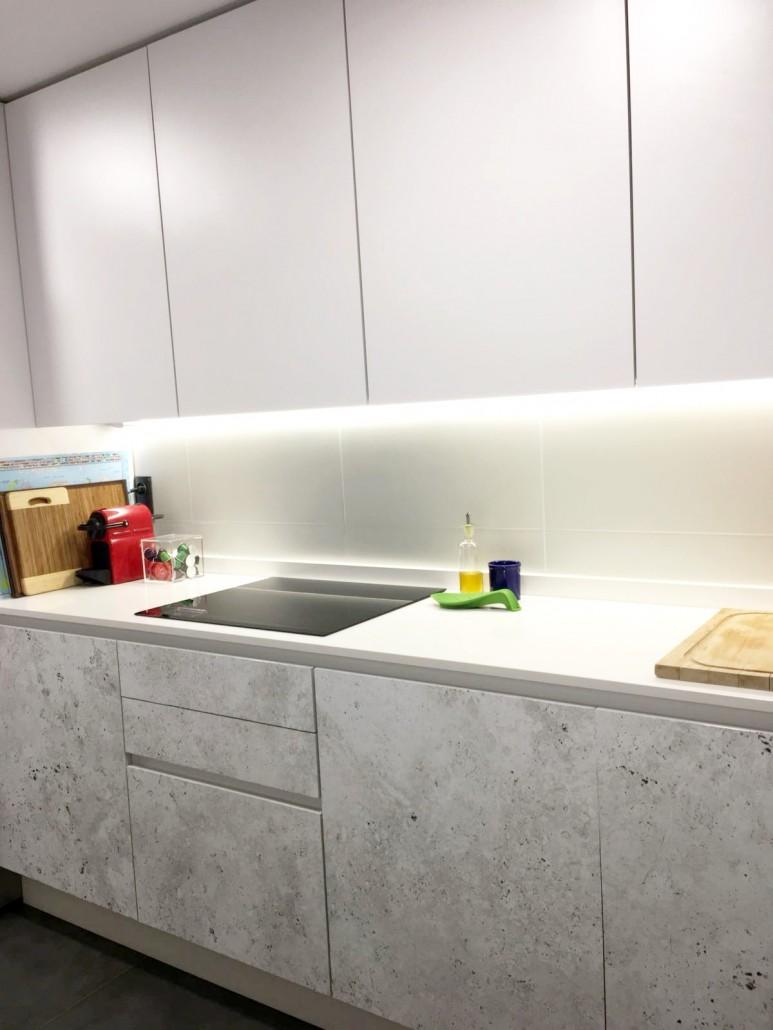 vinilo-para-renovar-sin-obras-los-muebles-del-la-cocina-lokoloko