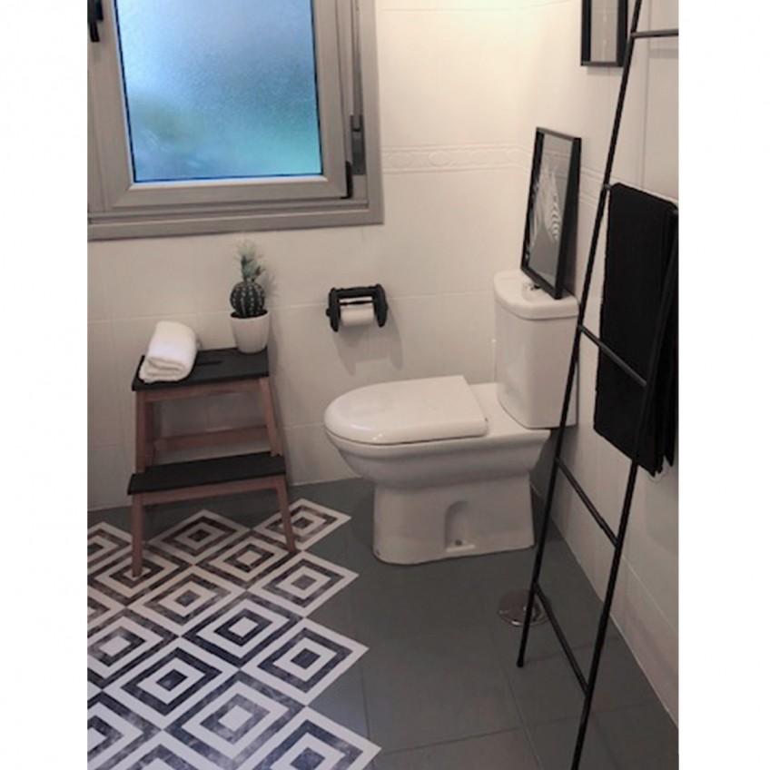 Vinilo-para-suelo-lavable-para-pegar-y-renovar-azulejos-de-bano-lokoloko