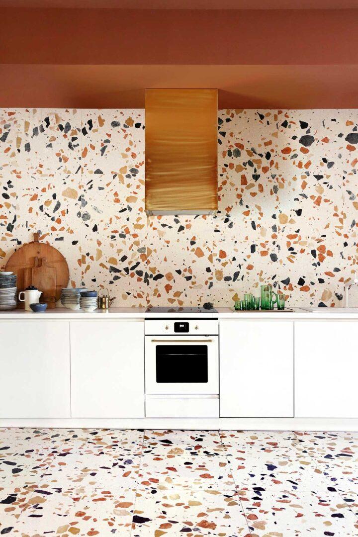 cocina-entera-decorada-con-textura-terrazo
