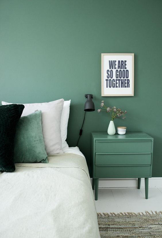 dormitorio-de-color-verde-monocromo-decoracion