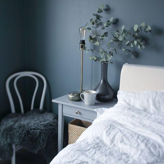 dormitorio-monocromo-azul-decoracion-de-interiores