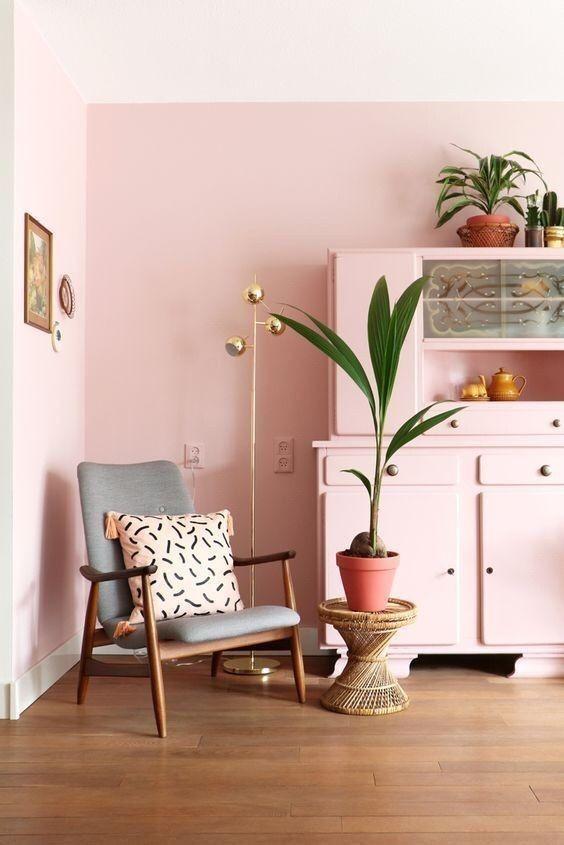 mueble-decorado-con-monocromo-rosa-milenial
